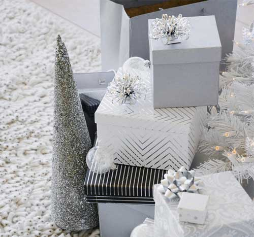 Christmas gift wrapping 35 do it yourself ideas for the holidays christmas gift wrapping solutioingenieria Images